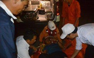 Xã hội - Vượt biển trong đêm đưa chủ thuyền vào đất liền điều trị