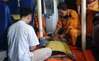 Tin nhanh - 14 tiếng xuyên đêm trên biển động mạnh cứu thuyền trưởng bị tai biến