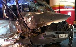 Tin nhanh - Đà Nẵng: Xe khách nát đầu vì đâm ô tô tải