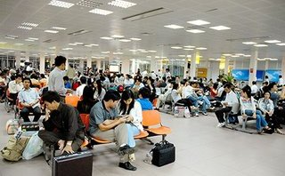 Gần 2.700 chuyến bay bị chậm, huỷ trong 1 tháng