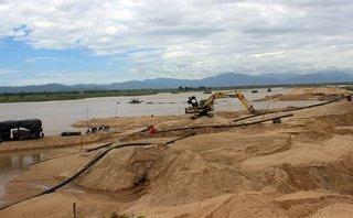 Kinh doanh - Phú Yên: Hơn 7.000 tấn cát chất đống, cảng Vũng Rô thành… bãi chứa