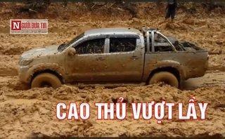 Sau vô lăng - Clip: Những pha giải cứu ô tô sa lầy cực đỉnh