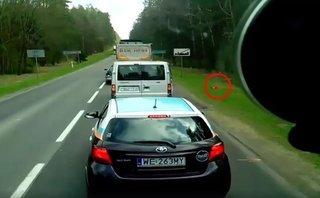 Sau vô lăng - [VIDEO] Bài học nhớ đời cho những tài xế xả rác xuống đường