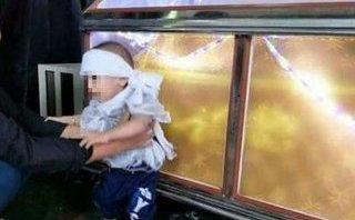 Xã hội - Thương cảm bé trai 11 tháng tuổi chịu cảnh bố chết, mẹ bỏ đi