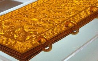 Xã hội - Mục sở thị cuốn sách bằng vàng và chuôi kiếm nạm ngọc