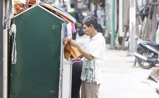 Dân sinh - Tủ quần áo từ thiện vỉa hè 'Ai thừa đến ủng hộ - Ai thiếu đến lấy'