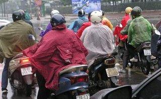 Dân sinh - Hà Nội: Người dân vất vả trong ngày mưa rét