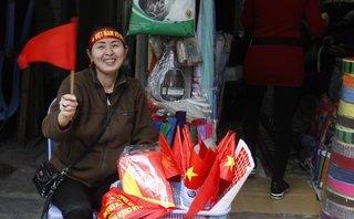 Dân sinh - [Ảnh] Giới kinh doanh tận dụng bán áo, cờ trước trận chung kết U23 Châu Á