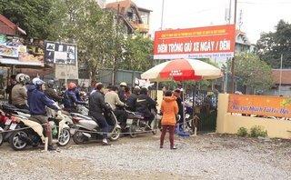 Dân sinh - Hà Nội: Mọc nhiều bãi trông giữ xe tự phát ở đền chùa dịp đầu năm mới
