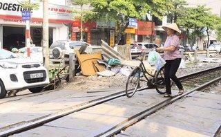 Dân sinh - Nguy hiểm rình rập từ các ngã rẽ đường sắt trong thành phố