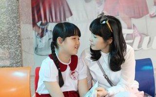 """Giải trí - Ca sĩ Trang Nhung tiết lộ """"tuyệt chiêu"""" lấy lại giọng cho con gái"""