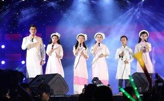 Ngôi sao - Phi Nhung xúc động hát cùng các con nuôi trước 3.000 khán giả