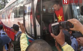 Bóng đá Việt Nam - [Chùm ảnh] Các tuyển thủ U23 Việt Nam tới SVĐ Thống Nhất, TP.HCM