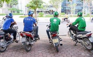 Đầu tư - Hàng nghìn nhân viên nghỉ việc, 'ông lớn' taxi tính làm thêm nghề xe ôm