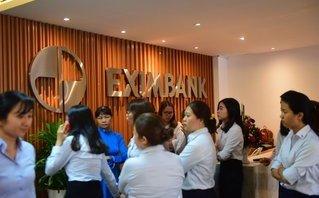 Tài chính - Ngân hàng - Hai nhân viên Eximbank bị khởi tố, Vietcombank bất an