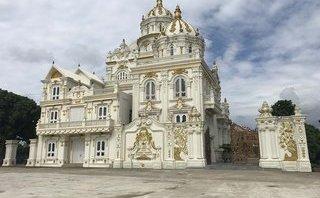 Chính trị - Xã hội - Cận cảnh sự nguy nga, tráng lệ của những lâu đài nằm bên Quốc lộ 1A