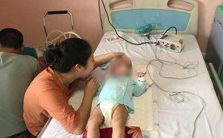 Sức khỏe - Vụ bé 9 tháng tuổi bị sốc phản vệ vì y sĩ làng: Thuốc tiêm không được dùng phổ biến