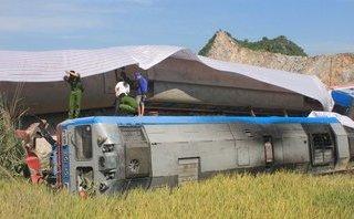 Tin nhanh - Ai phải bồi thường thiệt hại trong vụ lật tàu 12 người thương vong?