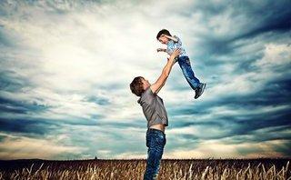 Xã hội - Bố càng bên con nhiều con càng thông minh