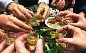 Tư vấn - Uống rượu ngày Tết cần lưu ý tránh kết hợp thực phẩm gì?