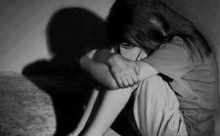 Pháp luật - Điều tra gã hàng xóm dụ dỗ bé gái 12 tuổi quan hệ