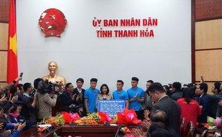 Bóng đá Việt Nam - Thanh Hóa tặng bằng khen và thưởng 200 triệu cho thủ môn Bùi Tiến Dũng
