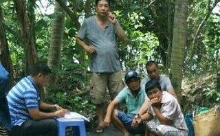 An ninh - Hình sự - Bắt quả tang tụ điểm đá gà có người cảnh giới ở khu vườn hoang