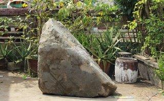 Xã hội - Người dân Long An đổ xô đến chùa xem 'đá nổi' trên kênh Nước Mặn
