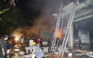 Tin nhanh - Cháy, nổ lớn thiêu rụi kho hàng điện máy trong đêm