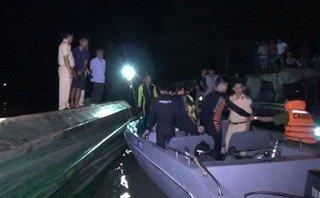 Tin nhanh - Kiên Giang: Sà lan lật úp, ba mẹ con kẹt trong cabin tử vong