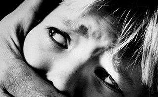 An ninh - Hình sự - Bàn giao đối tượng dùng vũ lực ép bé gái 15 tuổi quan hệ tình dục