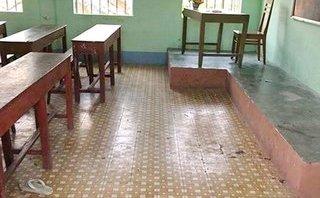 An ninh - Hình sự - Tạm giữ nam sinh lớp 10 đâm chết bạn cùng khóa ngay tại lớp học