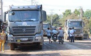 Chính trị - Xã hội - Đồng Nai: Dân bức xúc vì ô nhiễm môi trường, dùng rào chặn xe ben