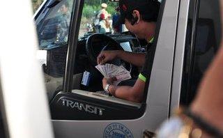 Xã hội - Dùng tiền lẻ trả phí BOT Biên Hòa: Mời thêm tài xế để làm việc