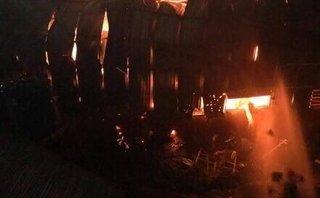 Chính trị - Xã hội - Lửa thiêu rụi xưởng gỗ ván ép, thiệt hại tiền tỷ
