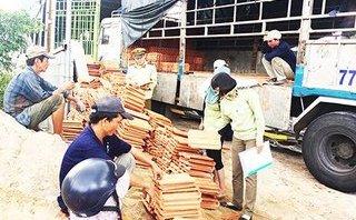 """Xã hội - Người dân Khánh Hòa bức xúc vì giá ngói, tôn """"tăng phi mã"""" sau bão 12"""