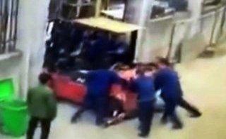 Tin nhanh - Bất cẩn, một công nhân bị xe nâng hàng gây tử vong