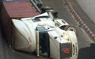Tin nhanh - Lý giải nguyên nhân liên tục lật xe trong hầm chui ngã tư Vũng Tàu