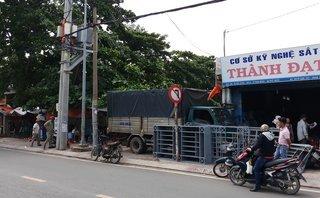 Tin nhanh - Kinh hoàng cảnh xe tải lao lên vỉa hè tông nát 2 quán ăn