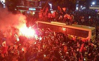 Xi nhan Trái Phải - Mừng chiến thắng của U23 Việt Nam và những  góc khuất buồn