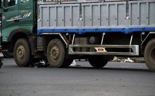 Tin nhanh - Vừa xuất viện, hai vợ chồng bị xe tải cuốn tử vong