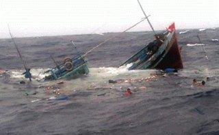 Xã hội - Thanh Hóa: 3 tàu cá bị sóng đánh chìm, 8 ngư dân mất tích trên biển