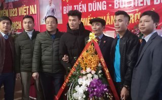 Bóng đá Việt Nam - Mong ước giản đơn của 2 anh em thủ thành Bùi Tiến Dũng trong ngày về với mẹ