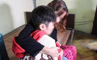 Xã hội - Sẵn sàng nhận bé trai 10 tuổi bị bố đẻ và mẹ kế bạo hành vào học