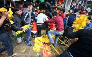 Xã hội - Hà Nội: Hội Gióng cải tiến tục rước hoa tre để tránh cảnh cướp lộc