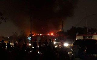 Tin nhanh - Hà Nội: Cháy cực lớn tại kho phế liệu ở Triều Khúc
