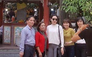 Tin nhanh - Hà Nội: Nữ hiệu trưởng đi lễ trong giờ hành chính bị giáng chức