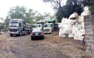 Điểm nóng - Thái Nguyên: Bắt giữ nhiều xe tải nghi chở số lượng lớn chất thải độc hại