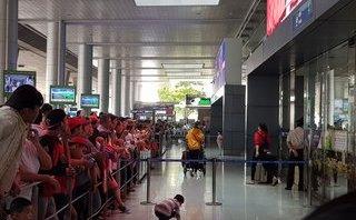 Xã hội - Nô nức đón Việt kiều về quê ăn Tết, ga quốc tế Tân Sơn Nhất kẹt cứng