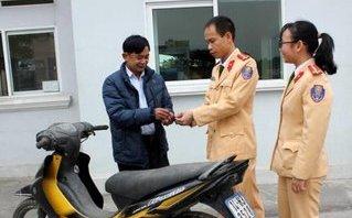 An ninh - Hình sự - Chủ nhân nhận lại xe máy bị kẻ xấu trộm cắp cách đây 7 năm
